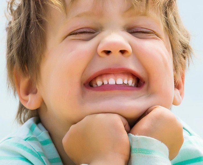 vì sao bé chậm mọc răng là thắc mắc của nhiều bố mẹ