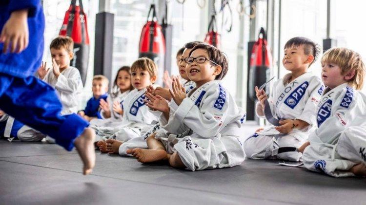 nên cho trẻ học môn võ nào? trẻ 4 đến 6 tuổi nên học võ judo và jiu jitsu