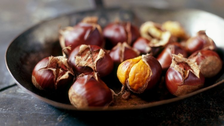 hạt dẻ là một trong những thực phẩm giàu DHA cho trẻ