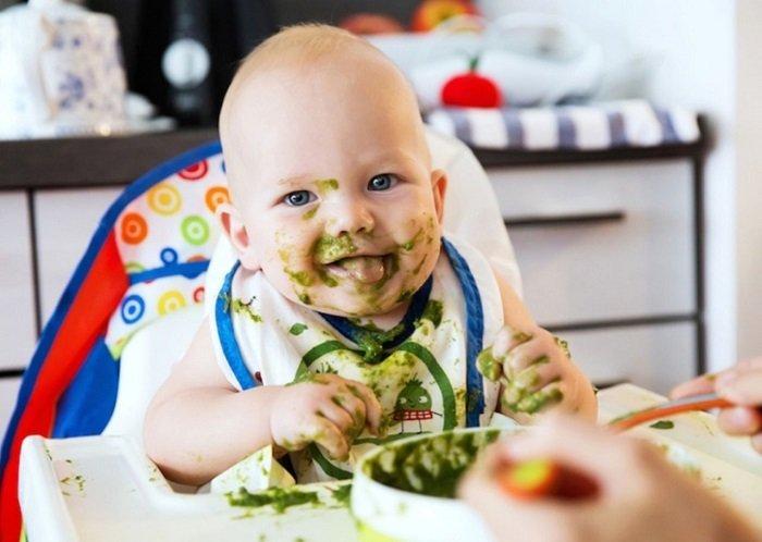 em bé ăn dặm BLW
