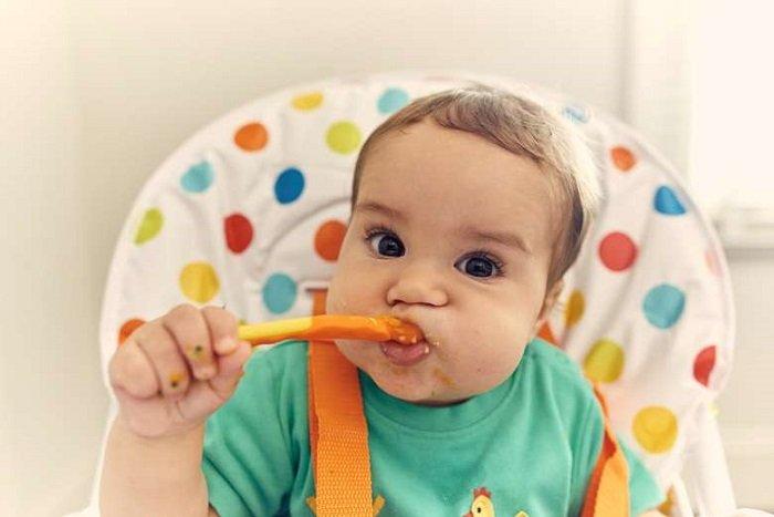 Một trong những tác hại của việc cho trẻ ăn dặm sớm đó là trẻ sẽ dễ bị béo phì và tiểu đường khi lớn lên.