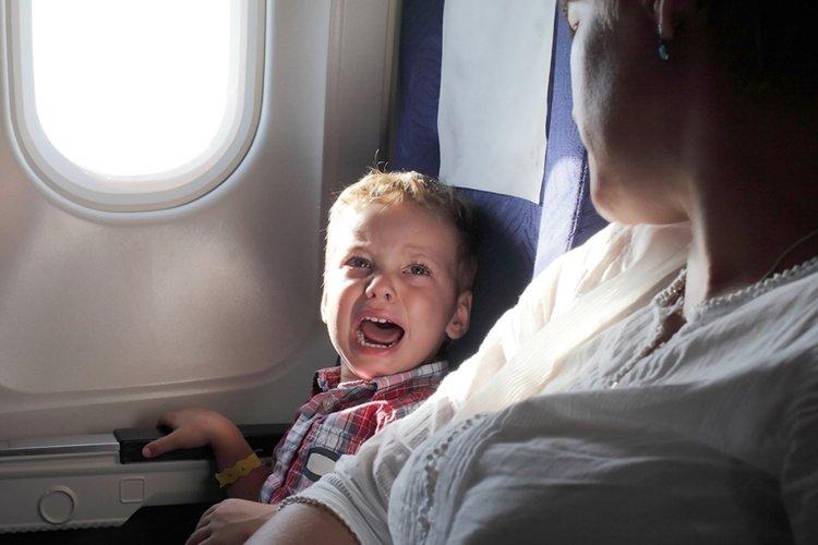 vì sao trẻ khóc trên máy bay