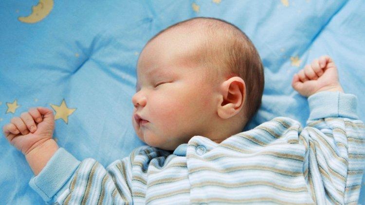 có nên tắt đèn khi ngủ cho trẻ sơ sinh