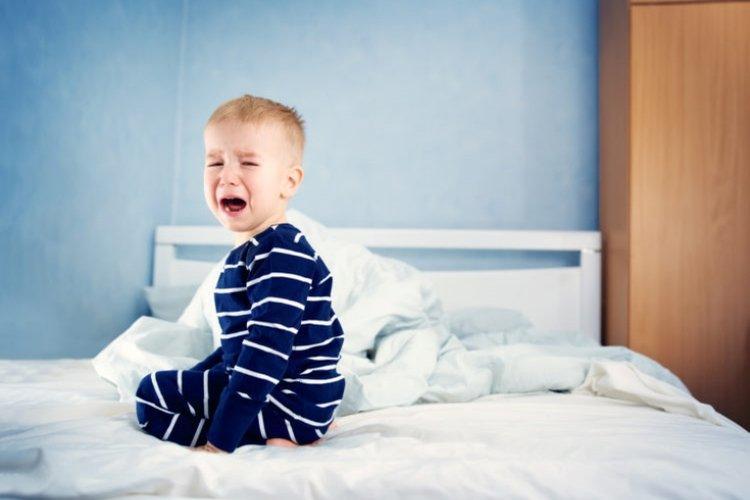 tại sao trẻ khó ngủ về đêm