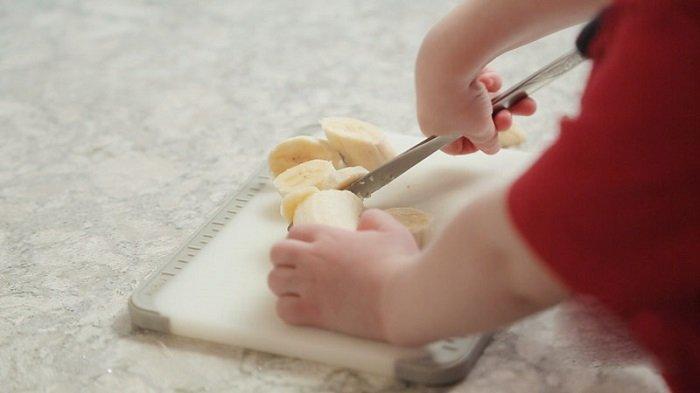 dạy bé dùng dao