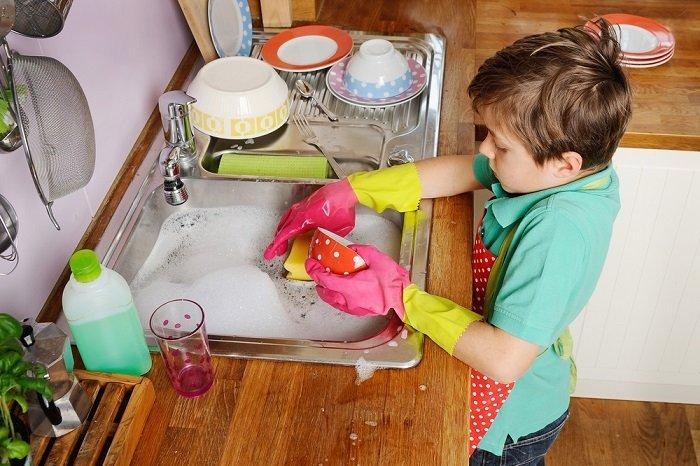 dạy bé làm việc nhà