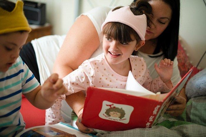 Biến việc đọc thành việc hát đồng thanh có thể giúp trẻ đọc diễn cảm hơn.