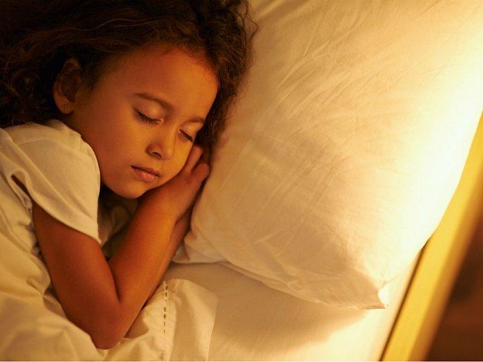 cách tập cho trẻ ngủ sớm