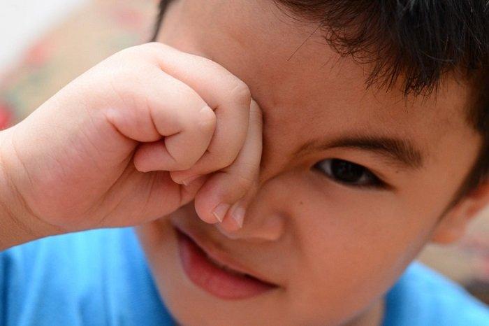 trẻ sơ sinh bị đau mắt đỏ có nguy hiểm