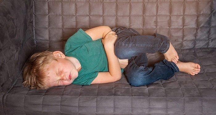 Trào ngược dạ dày cũng là một trong các bệnh về đường tiêu hóa ở trẻ em.