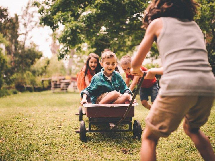 trẻ mải vui chơi dẫn đến trẻ không tuân thủ lịch trình