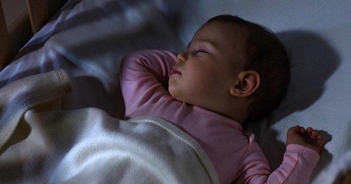 bé mấy tháng thì ngủ xuyên đêm
