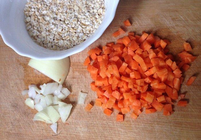 Cháo cà rốt yến mạch rất tốt cho hệ tiêu hóa của bé.