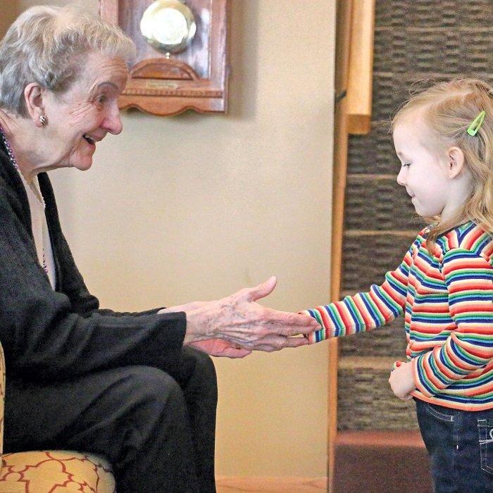 dạy trẻ kỹ năng chào hỏi lễ phép