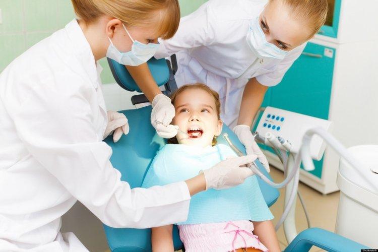 bé bị áp xe răng