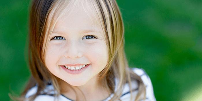 Trẻ bị móm phải làm sao là điều khiến nhiều bố mẹ lo lắng.