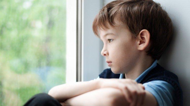 trẻ suy nghĩ tiêu cực về bản thân mình