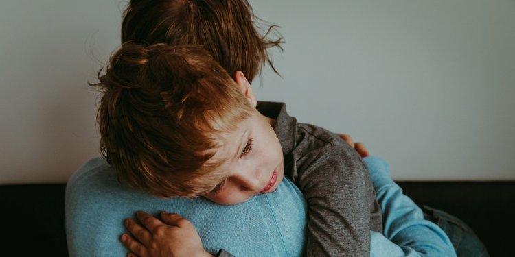 trẻ thường xuyên có cảm xúc tiêu cực, trẻ khó điều chỉnh cảm xúc của mình