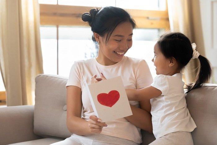 mẹ đọc những bài ca dao dành cho trẻ mầm non