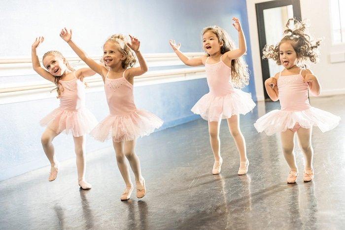trẻ tập múa