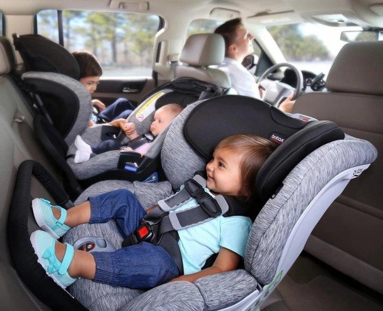 ghế ngồi xe ô tô cho bé
