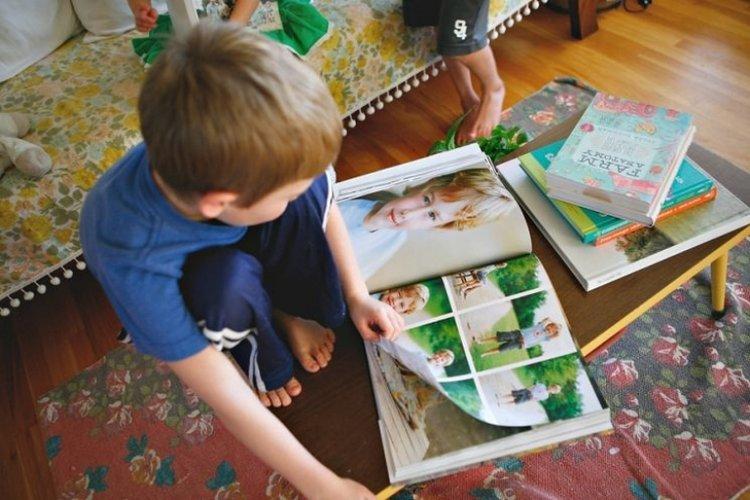 tạo kỷ niệm đẹp cho trẻ bằng cách chụp ảnh và tạo album ảnh