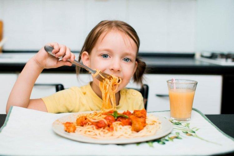 dạy trẻ tránh lãng phí thực phẩm