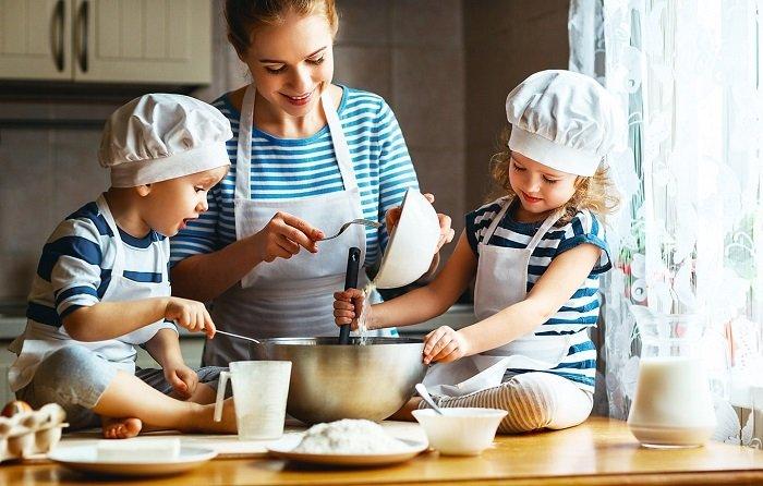 cùng bé vào bếp