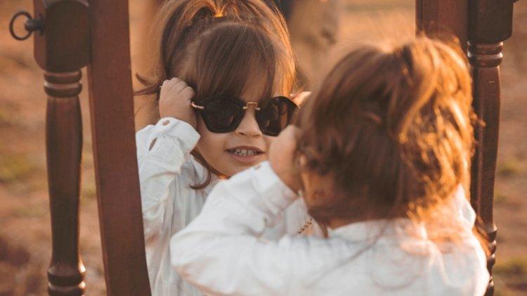 trẻ phối hợp quần áo với phụ kiện xinh xắn