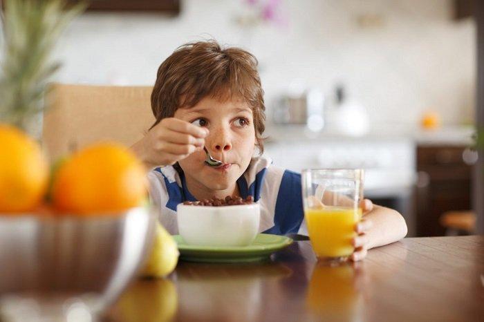 bữa sáng với trẻ nhỏ