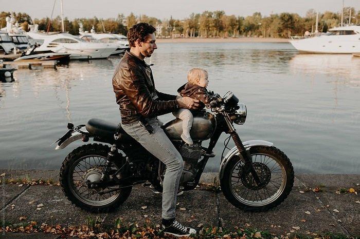 cách chở bé bằng xe máy