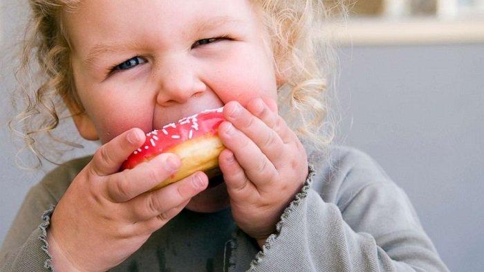 có nên cho trẻ ăn bánh ngọt