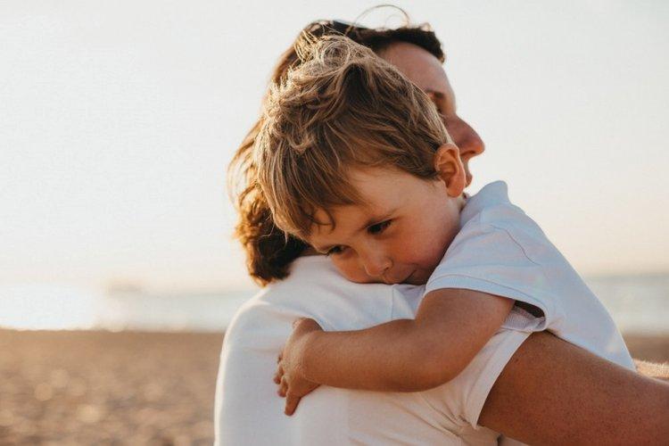 trao sự chú ý cho trẻ, bố mẹ quan tâm đến trẻ