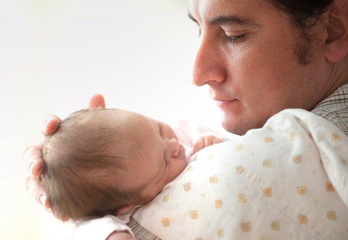 dấu hiệu nhận biết trẻ đóng thóp sớm