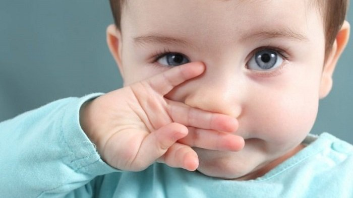 mắt trẻ có ghèn