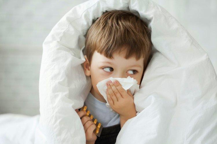 trẻ bị dị ứng thời tiết, trẻ bị viêm đường hô hấp