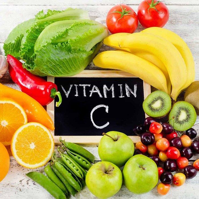 Vitamin C đóng vai trò quan trọng trong sự phát triển của trẻ.