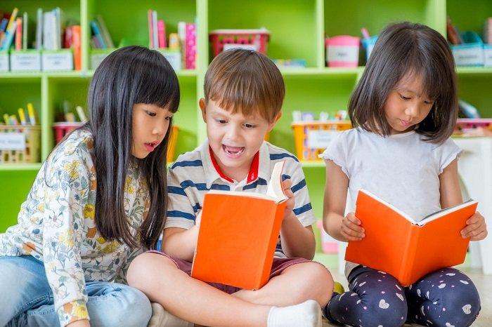 Nhiều bố mẹ vẫn phân vân không biết có nên cho trẻ học tiền tiểu học hay không.