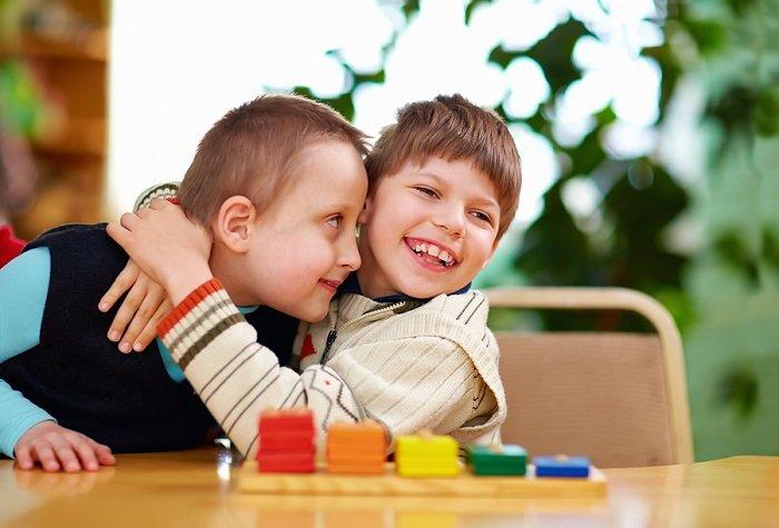 Các bài tập cho trẻ tự kỷ thường khá đơn giản và phù hợp theo độ tuổi.