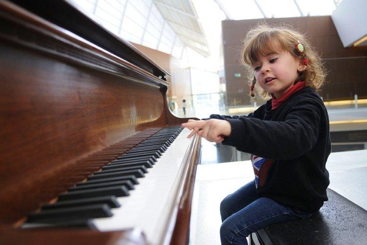 nên cho trẻ học đàn piano từ mấy tuổi