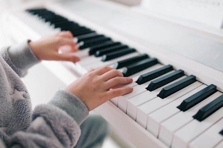 trẻ mấy tuổi có thể học đàn piano